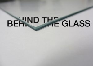 7_fronte-behind-the-glass-ok